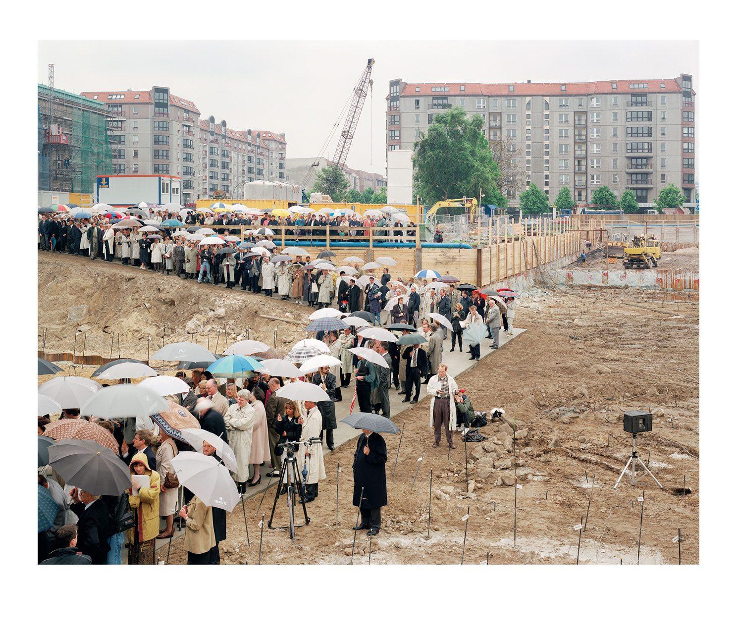 Stadt #08, Grundsteinlegung Adlon, 1995